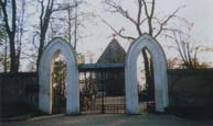 brama wejściowa na cmentarz